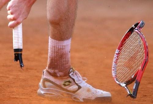 broken_racquet_2011